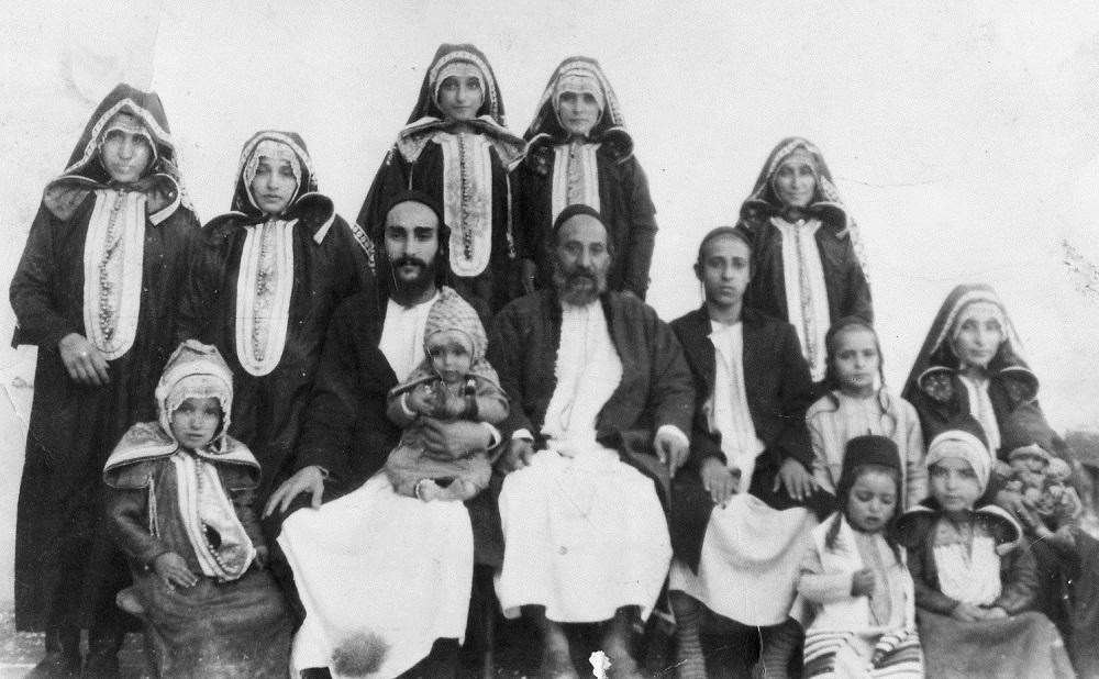 Suleiman_ben_Pinhas_Cohen_family,_Sana'a_ca._1944.jpg