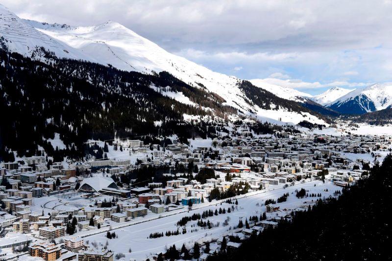 تم اختيار المنتجع في السبعينات لخصوصية المنطقة التي يصعب الوصول إليها في حبال الألب السويسرية (أ.ف.ب وغيتي)