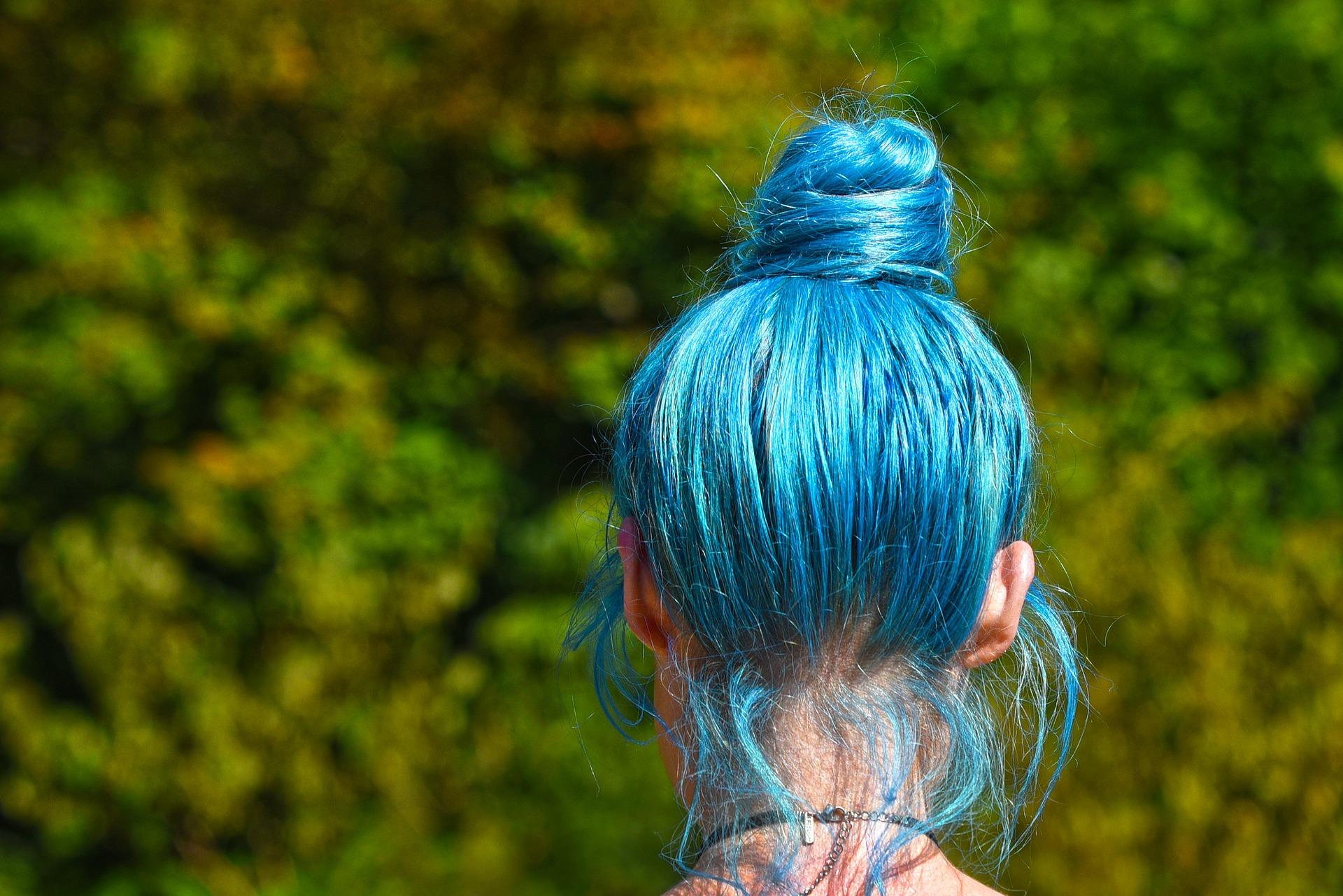 الهرمونات تلعب دوراً أساسياً في الحفاظ على طول الشعر (pixabay)