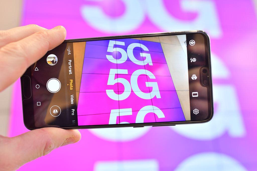 تعاون بريطاني محدود مع هواوي الصينية لنشر شبكة 5G في بريطانيا (أ.ف.ب)