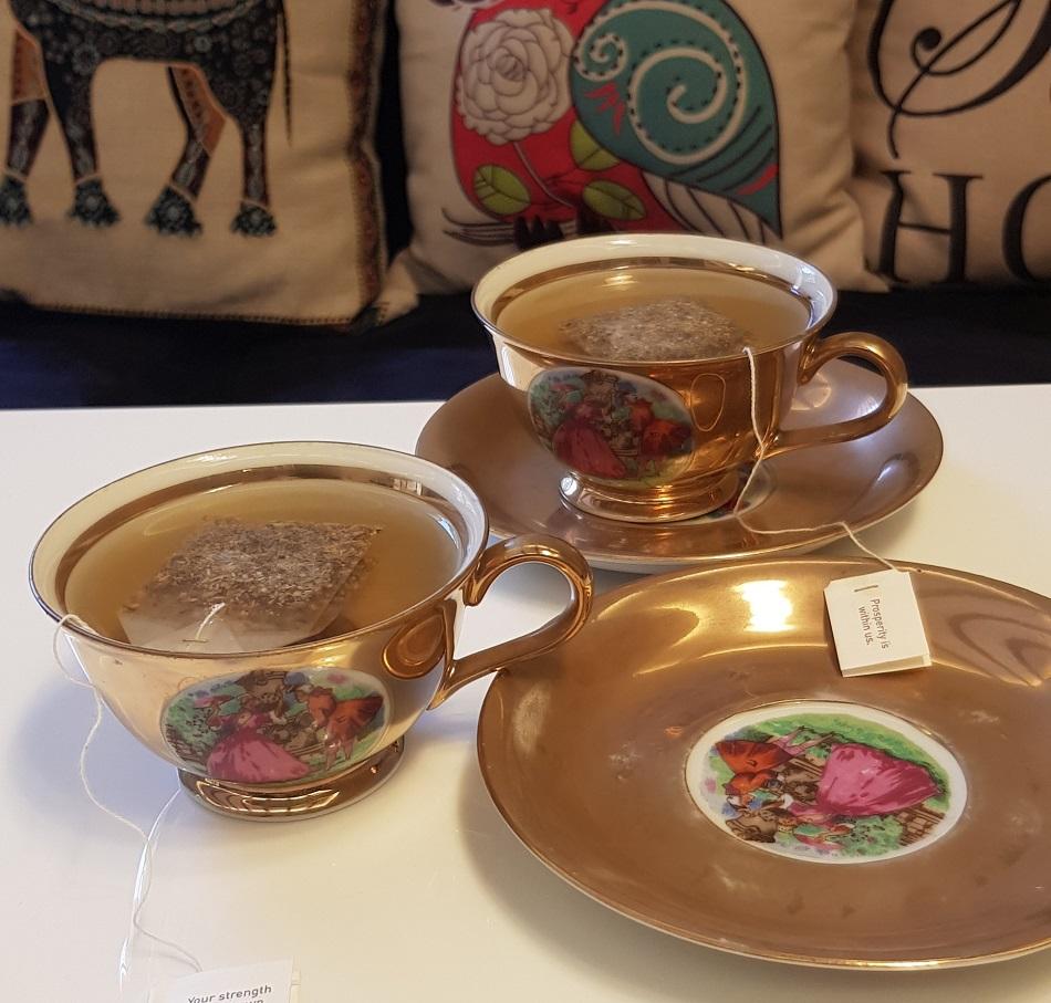 طقم فناجين شاي روميو وجولييت متناقل من جيل لآخر - اندبندنت.jpg