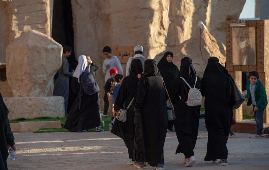 [جبل القارة، موطن الحكايات والأساطير الشعبية شرق السعودية] (واس).jpg