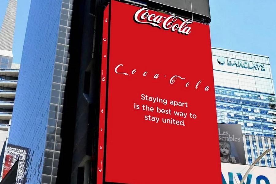 شعار Coca Cola على لوحة إعلانات (Coca Cola) Times Square.JPG