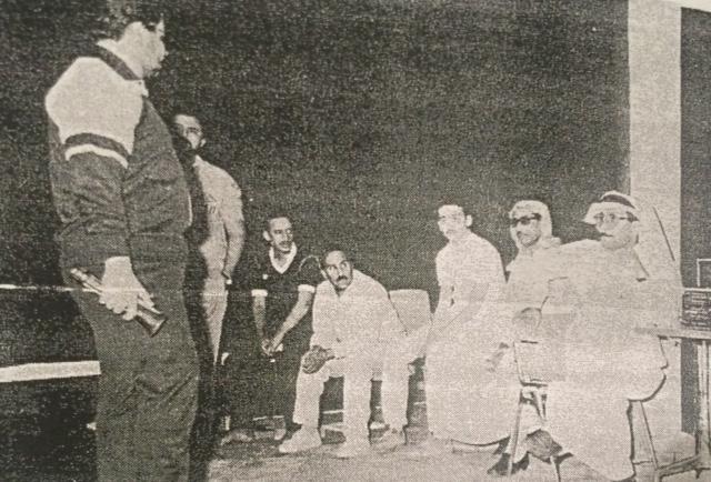 """صورة من مسرحية """"عندما يكتب البطل هزيمته"""" عام 1986 في الرياض (سعد الدوسري)"""