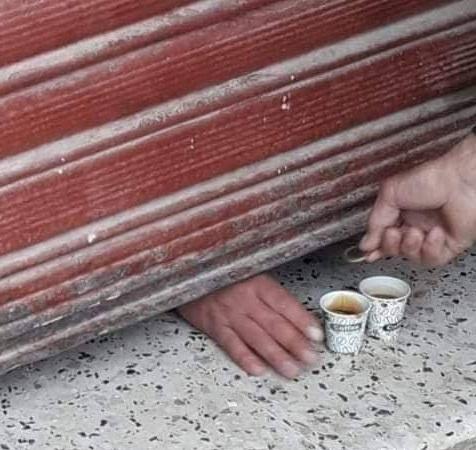 بيع قهوة خلسة في الجزائر - الصورة من مواقع التواصل الإجتماعي-.jpg