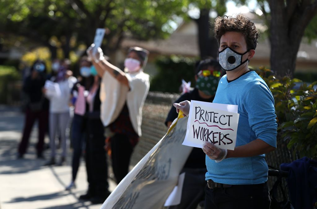العاملون في القطاع الصحي الأميركي يطالبون بتأمين مواد الوقاية الأساسية للمستشفيات (رويترز)