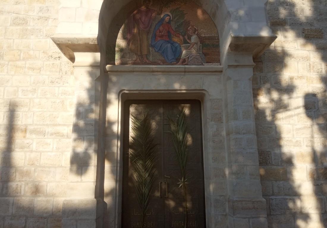 كنيسة البطريركية اللاتين في مدينة رام الله الفلسطينية (اندبندنت عربية)
