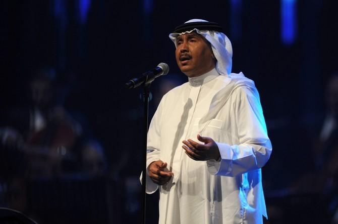 الفنان السعودي محمد عبده يحيي حفلا موسيقيا افتراضيا للمرة الأولى. (أ.ف.ب).jpg