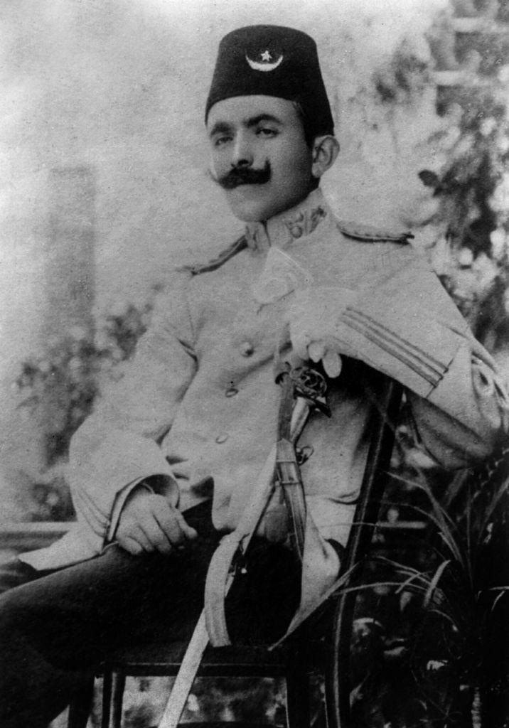 وزير الدفاع العثماني خلال الحرب العالمية الأولى أنور باشا يتهم بتأجيج مشاعر العداء ضد الأرمن بسبب عدم مشاركتهم في القتال