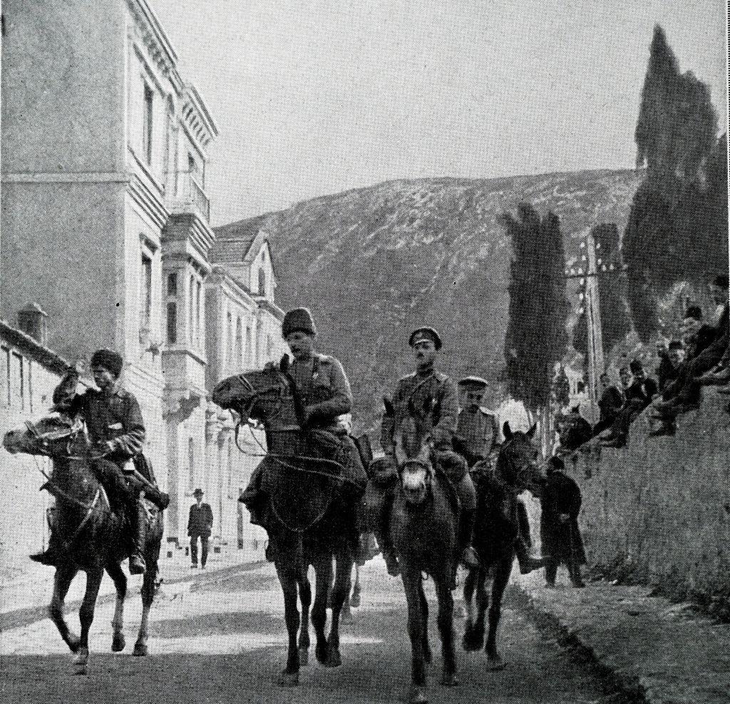 جنود روس يتجولون في مدينة طرابزون التركية خلال فترة الحرب العالمية الأولى