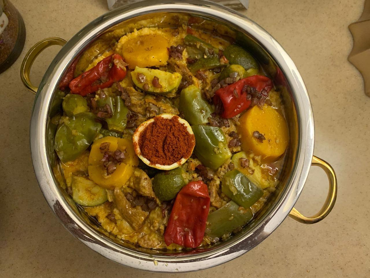 طبق التمن من اعداد آمال المقبل وهو أحد أبرز رموز المطبخ الشعبي السعودي.JPG