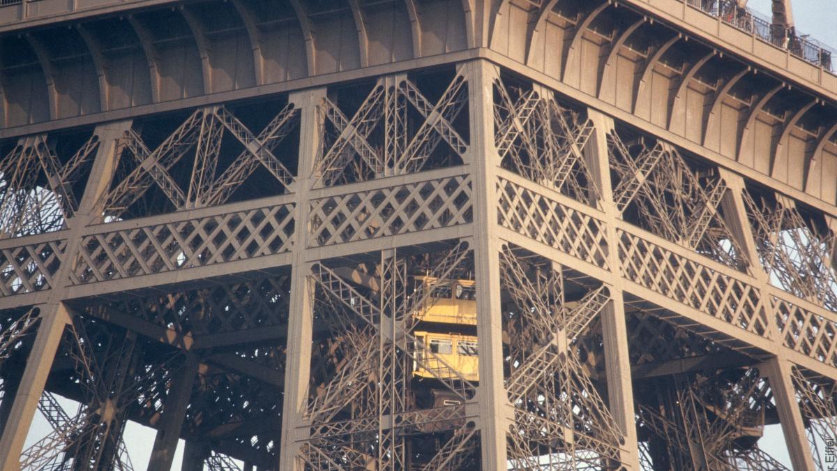 برج إيفل صورة من موقع برج إيفل.jpg