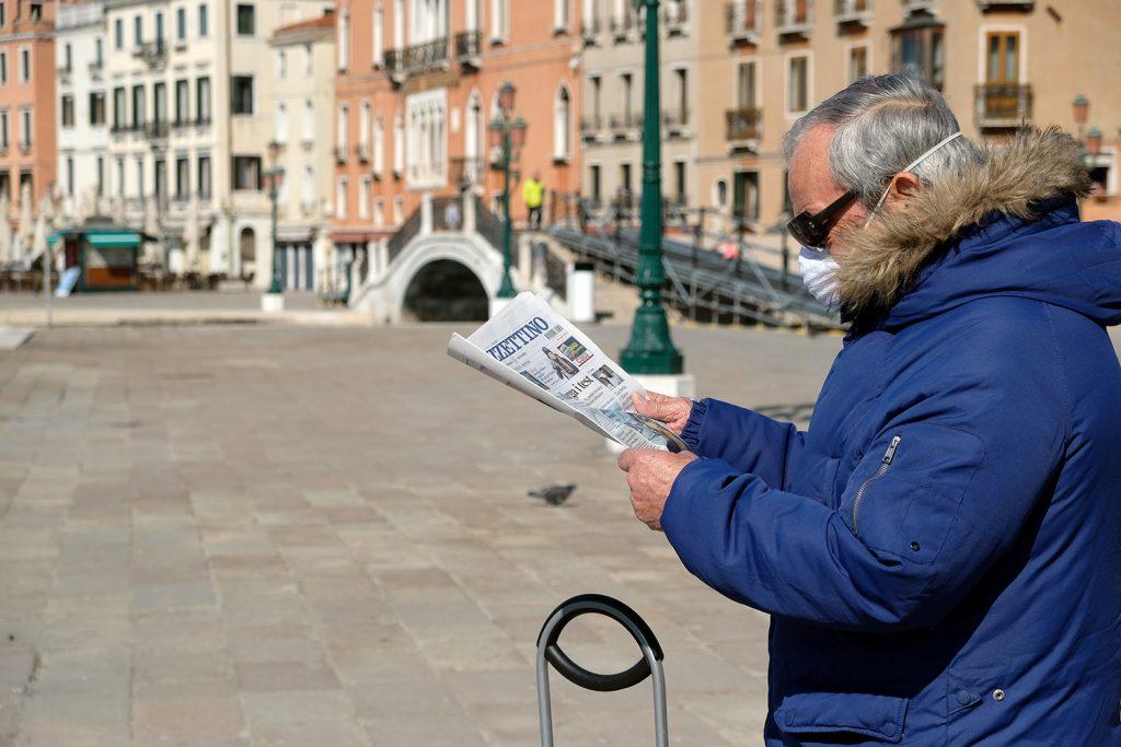 استعادت الوسائل التقليدية في الاعلام العام، جمهوراً ضاق ذرعاً بالأخبار الكاذبة عن كورونا