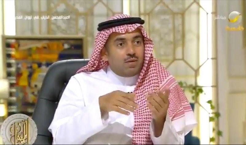 عبدالمحسن الذياب في الليوان.jpg