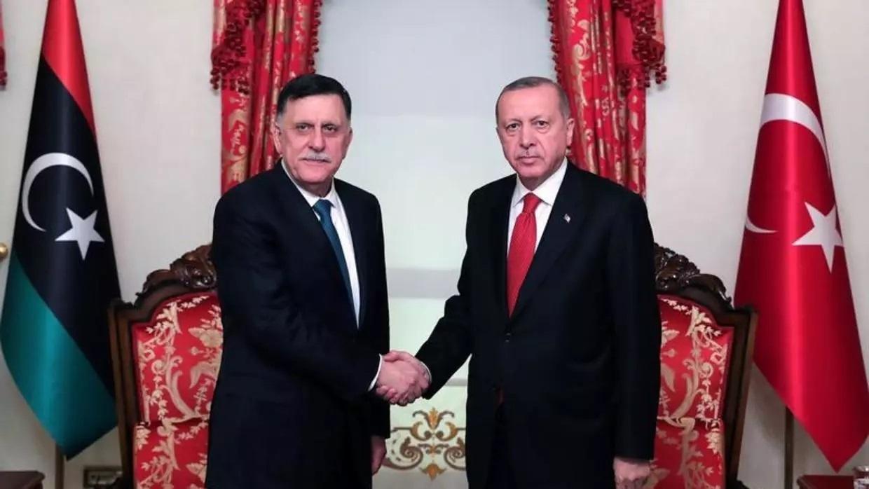 الرئيس التركي رجب طيب أردوغان خلال استقبالة لرئيس حكومة الوفاق الوطني الليبية فايز السراج في إسطنبولرويترز.jpg