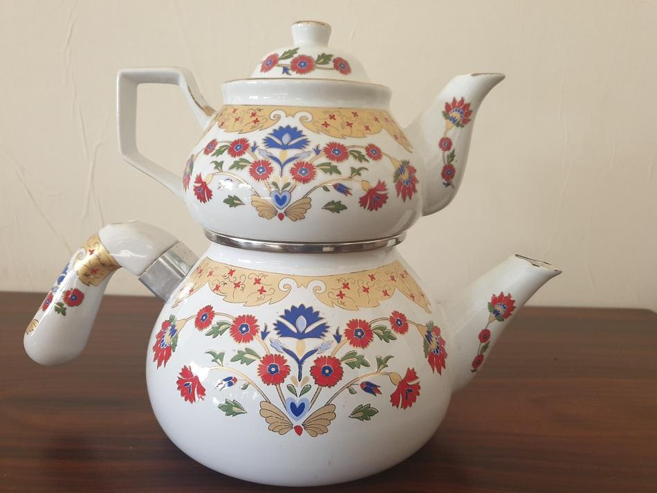 إبريق شاي تركي - اندبندنت عربية.jpg