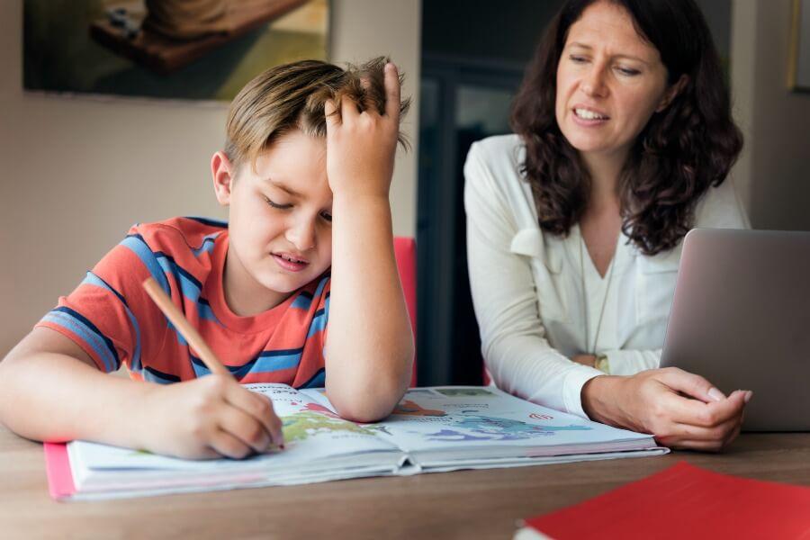 الجمع بين العمل وتربة الأطفال والأعباء المنزلية، ليس أمراً سهلاً