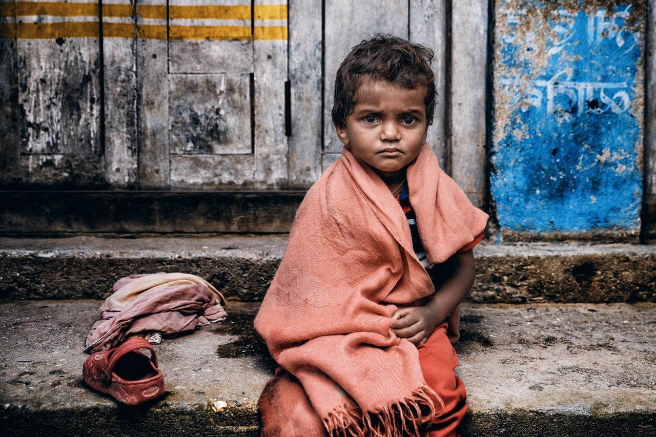 طفل نيبالي يرتدي اللباس التقليدي (باسم حملي) 1.jpg
