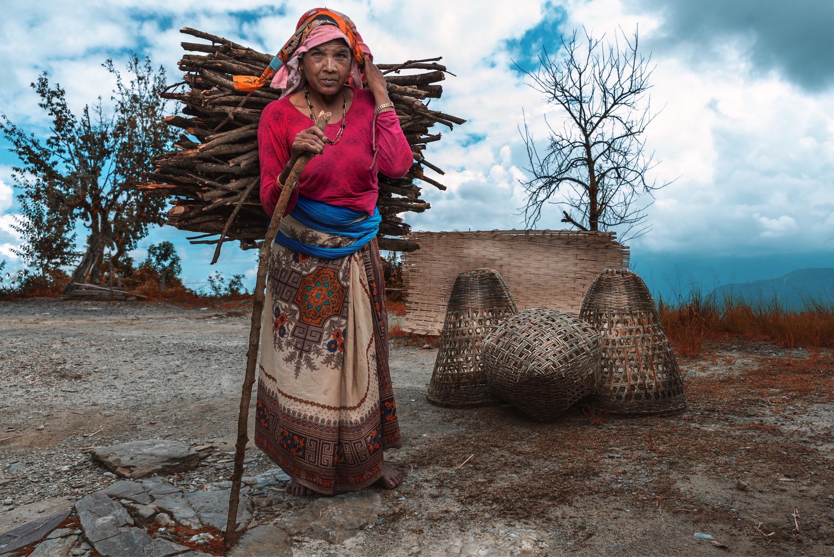 مرأة من إحدى قرى جبال الهيمالايا (حسن اليماني) 0.jpg