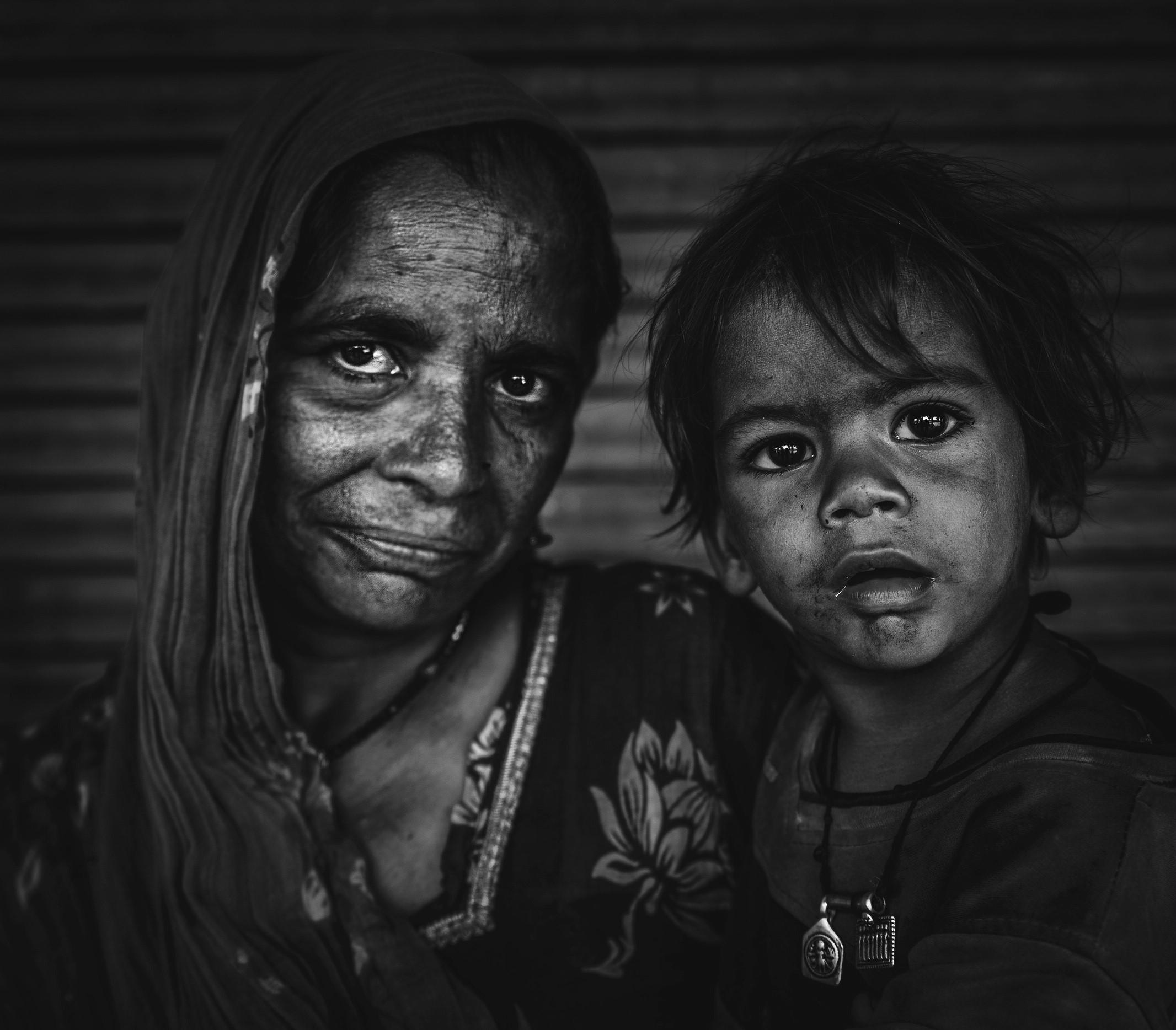 توثيق الفقر ومعاناة الأسر خلال رحلاته الدولية (سالم عريبي).jpg