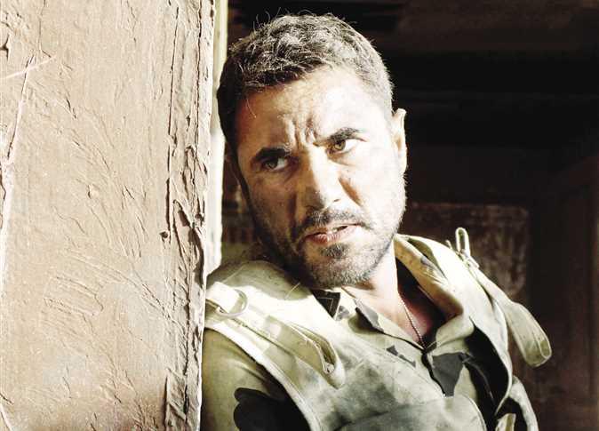 أحمد عز في مشهد من فيلم الممر.jpg