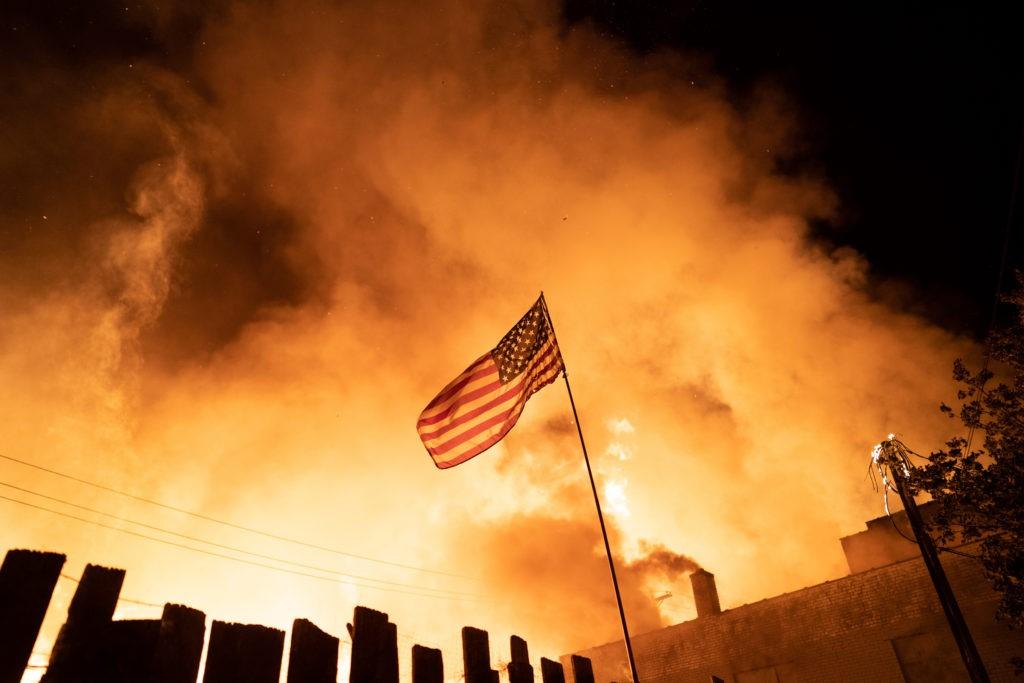 كورونا والجدالات العرقية والسياسية تفاقم أزمة الولايات المتحدة.(PBS).jpg