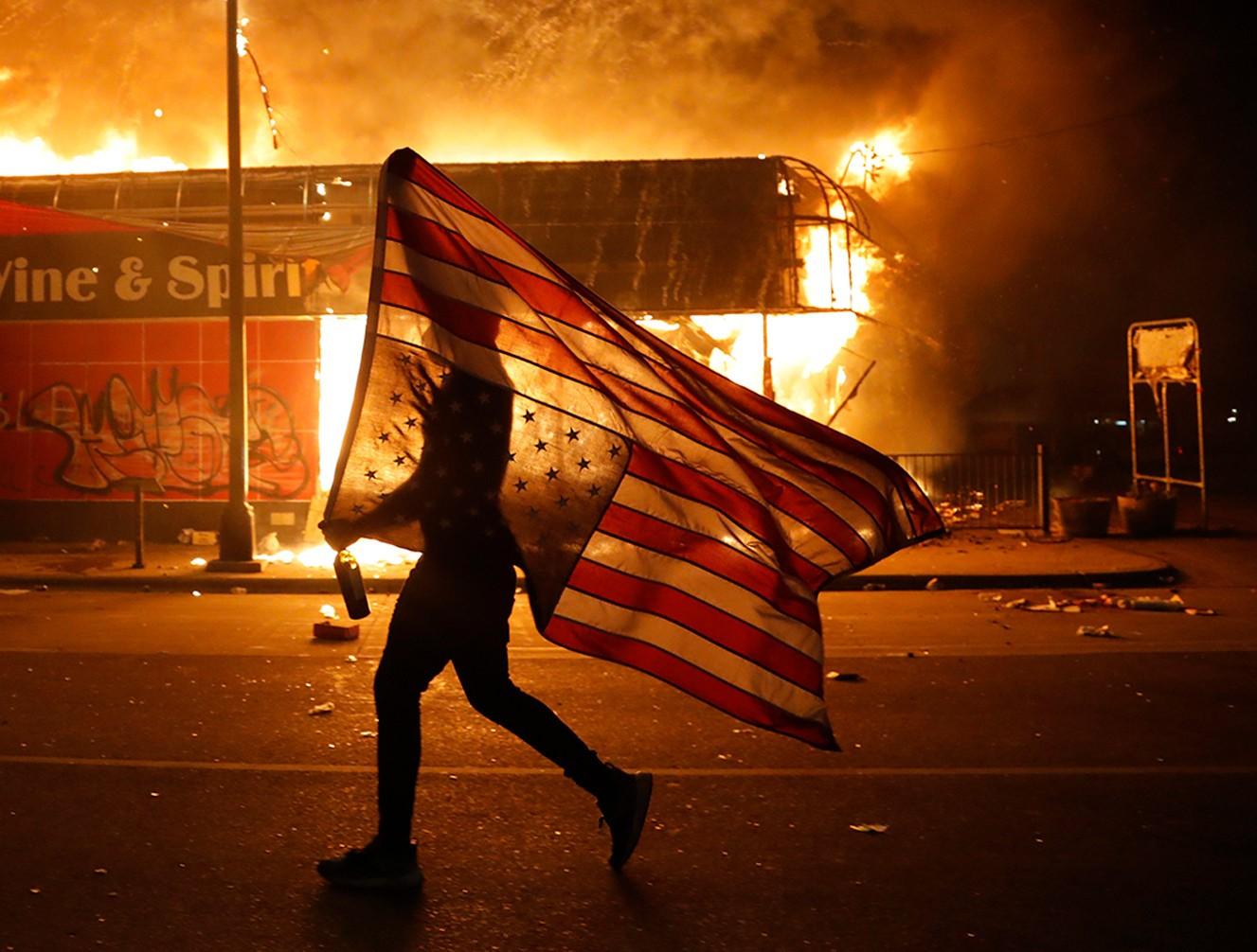 من المظاهرات الأميركية المناهضة للعنصرية الشهر الماضي.(libcom).jpg