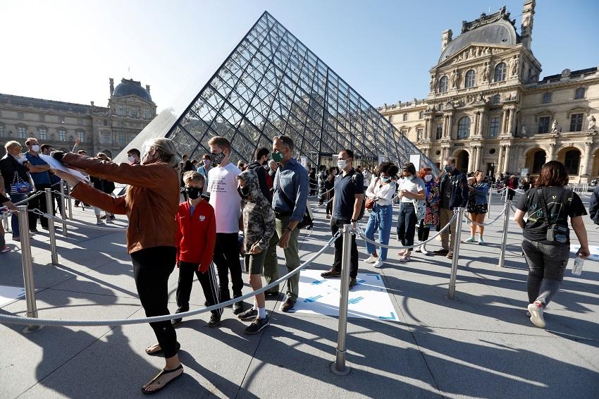 Louvre reuters.JPG