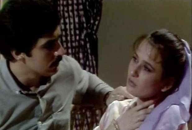 الممثلة صباح السالم في مشهد من مسلسل الطبيبة مع عباس النوري.jpg