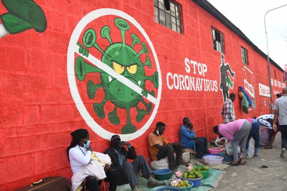 حملات توعية كثيرة شملت فن الغرافيتي في أفريقيا لتوعية المواطنين إلى ضرورة الوقاية من كورونا (أ.ف.ب وغيتي)