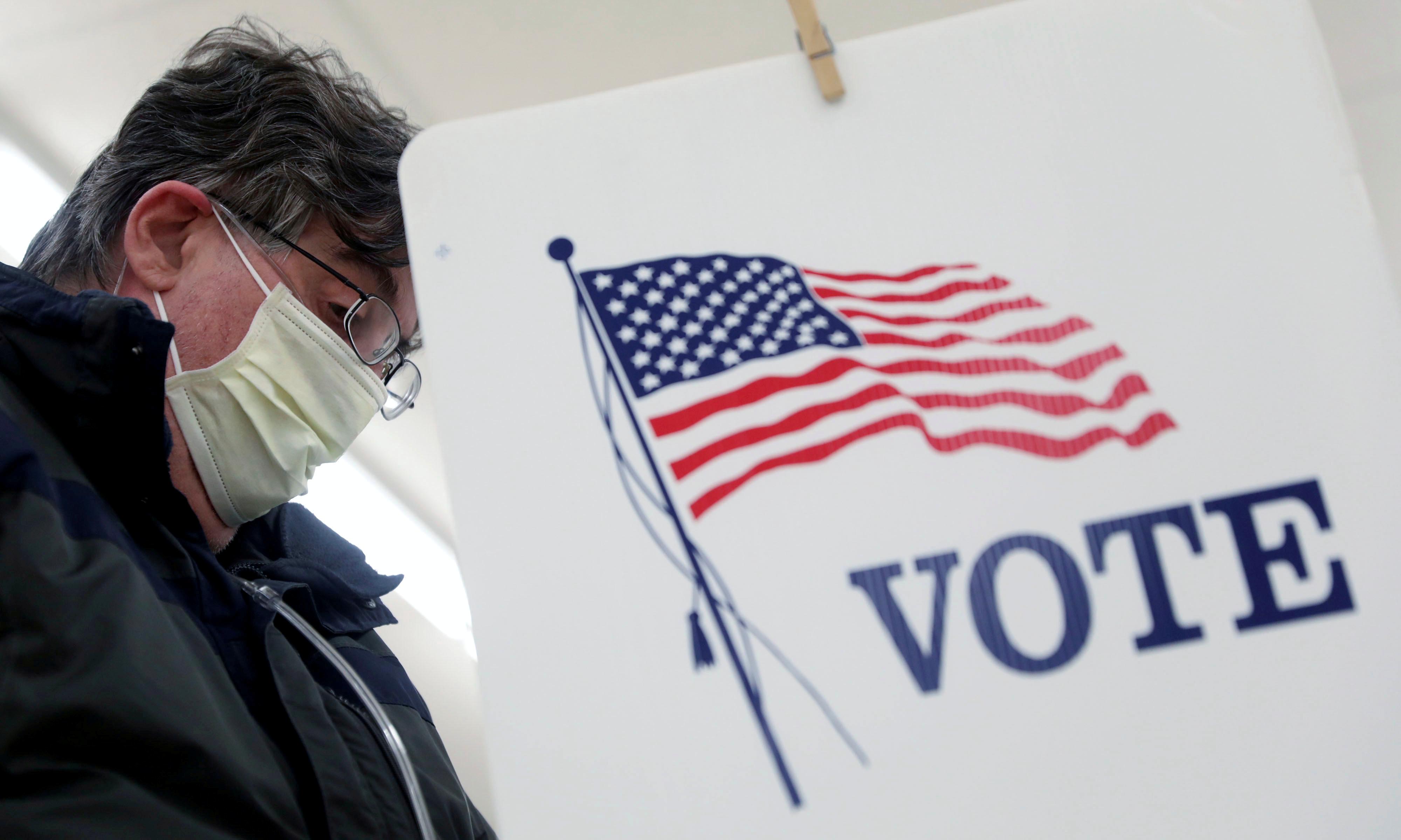 الكمامة والجائحة تؤثران في ميول التصويت في الانتخابات الرئاسية المقبلة