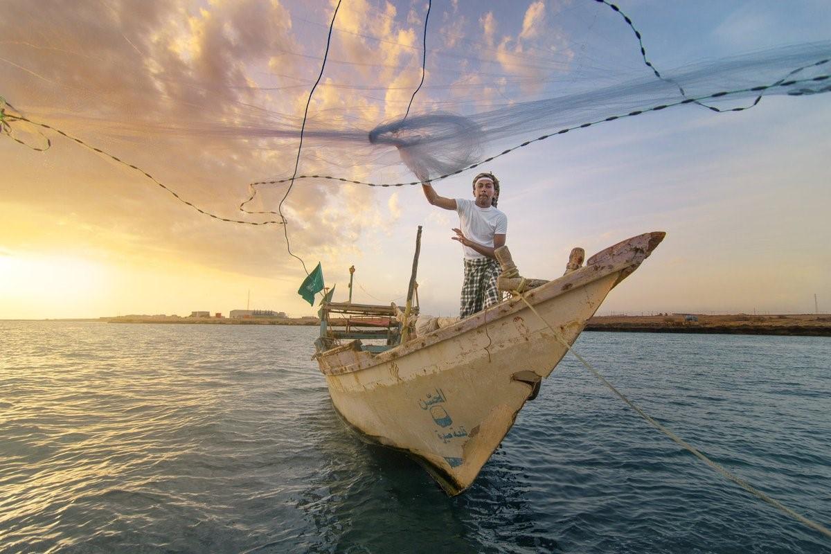 صيد اللؤلو والأسماك مهنة يتوارثها سكان جزر فرسان جنوب السعودية. (موقع سياحة جازان).jpg