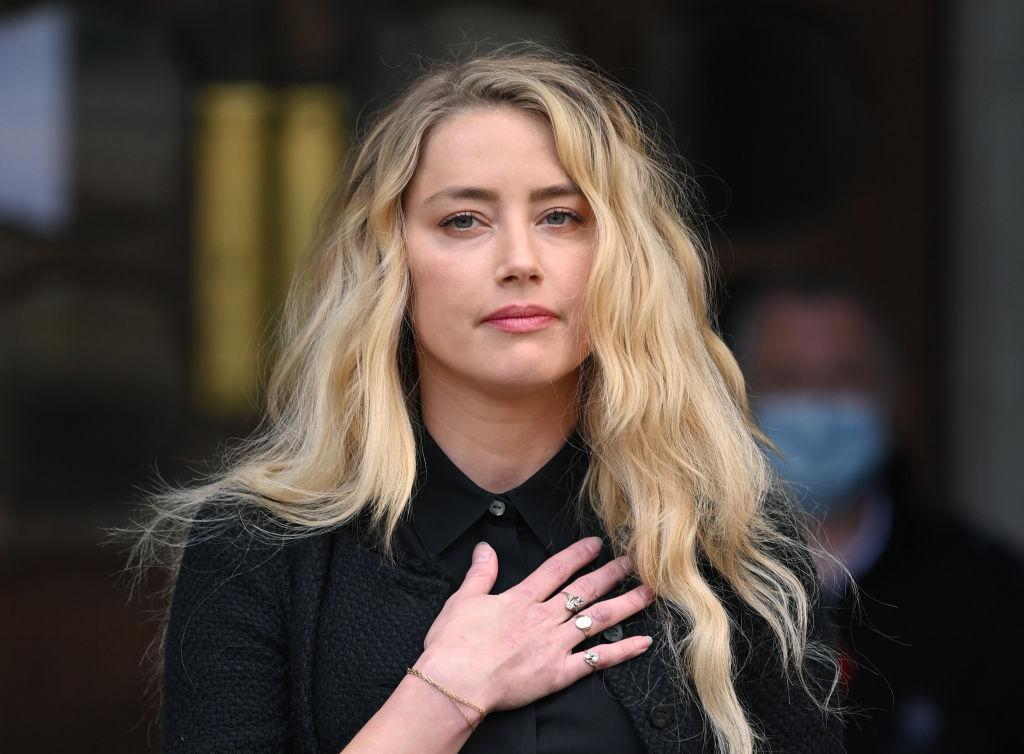 الممثلة أمبير هيرد أمام المحكمة العليا البريطانية التي تنظر بخلافها مع الممثل جوني ديب