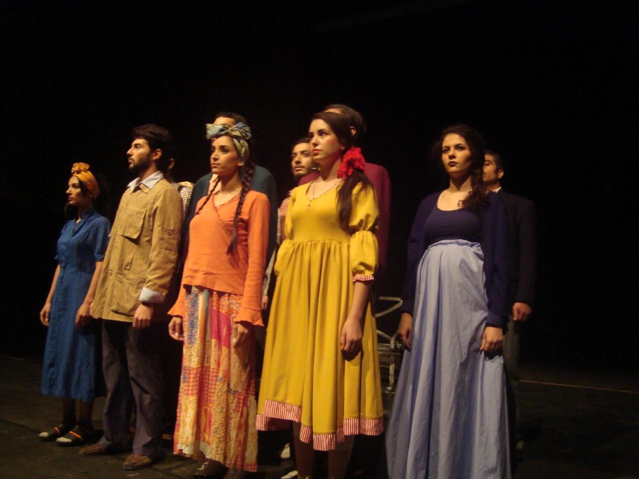 _لقطة من عرض المهاجر على مسرح دار الأوبرا السورية.jpg