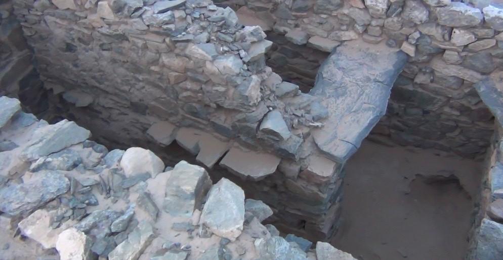 مقبرة قتبابية في حيد بن عقيل.jpg