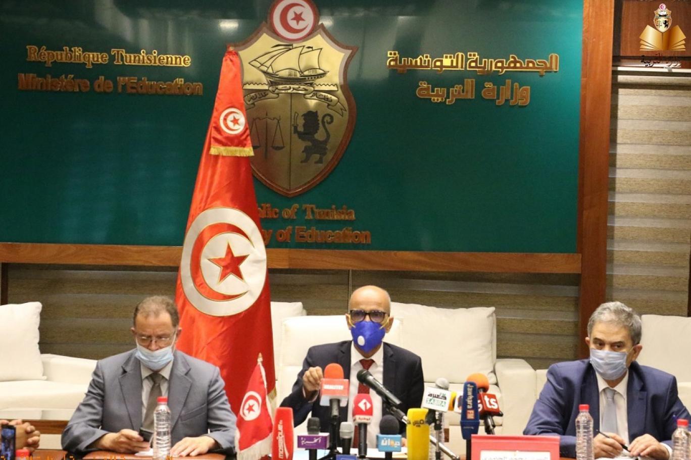 وزير التربية التونسي محمد الحامدي خلال مؤتمره الصحافي في 19 أغسطس الحالي (صفحة وزارة التربية التونسية على فيسبوك).jpg
