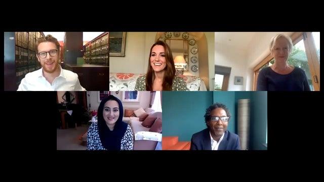 دوقة كامبريدج خلال جلسة عبر تطبيق الفيديو مع لجنة التحكيم في مسابقة الصور hold still (من قصر كنسينغتون بواسطة غيتي)