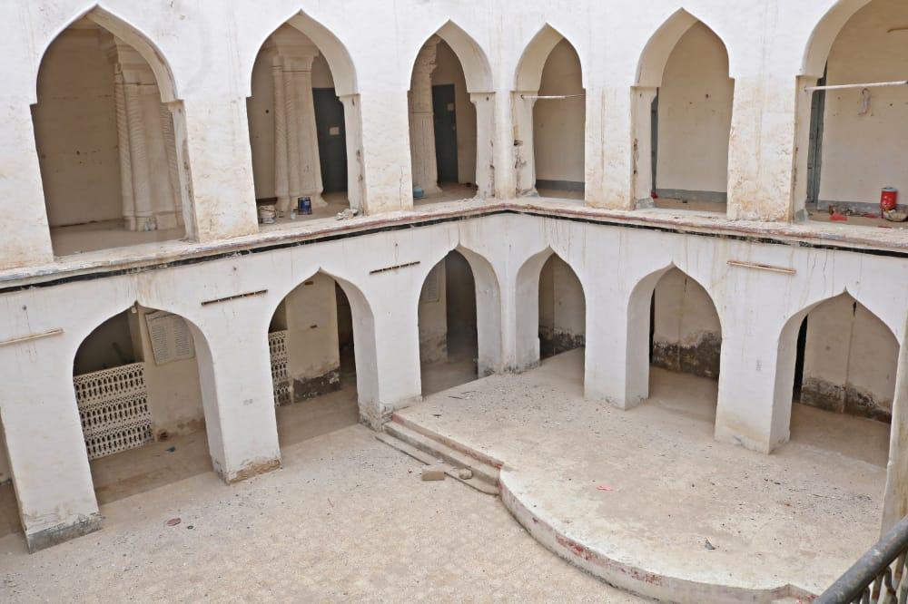 مبنى المدرسة الوسطى من الداخل.jpg