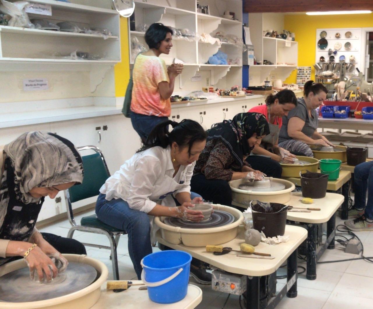مشاركات في البرامج التدريبية لصناعة الخزف (اندبندنت عربية).jpg