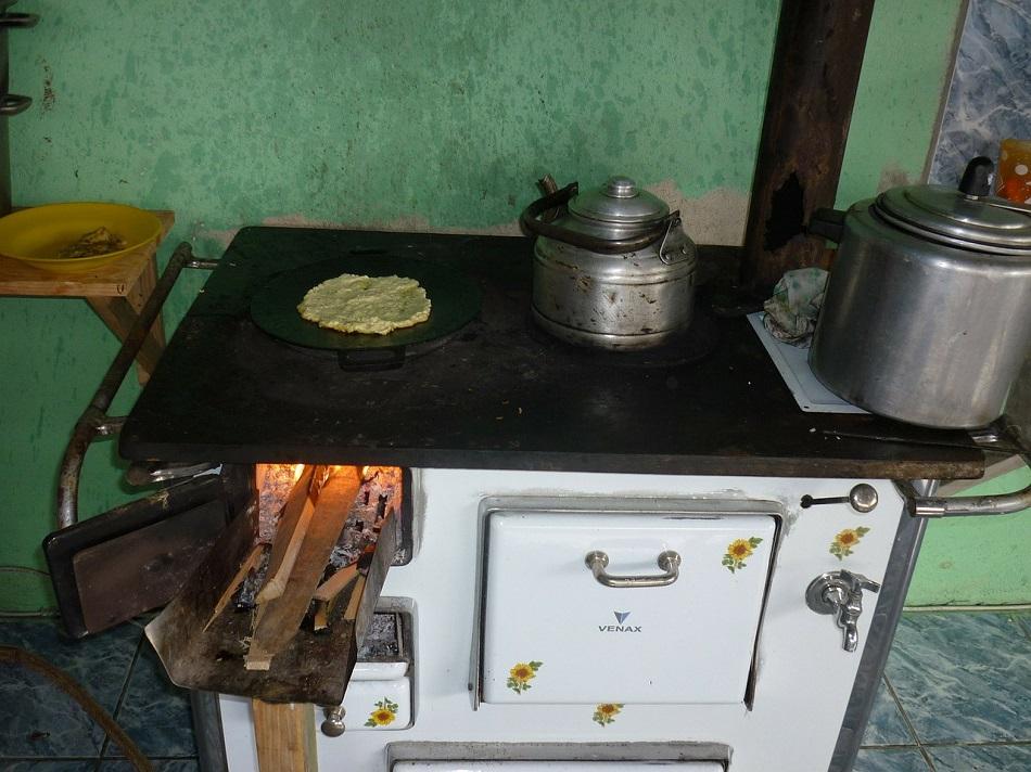 صوبيا الحطب المناسبة للمطابخ وغرف الجلوس- بيكسا باي.jpg