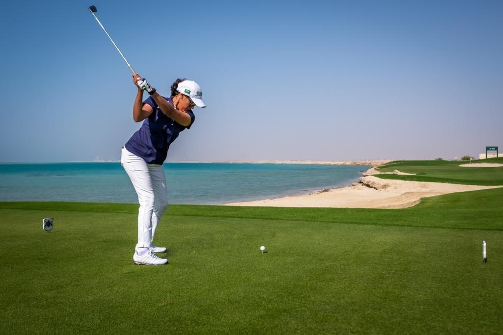 اللاعبة السعودية ليلى التلمساني حازت على جوائز عديدة في رياضات مختلفة (الاتحاد السعودي للجولف)