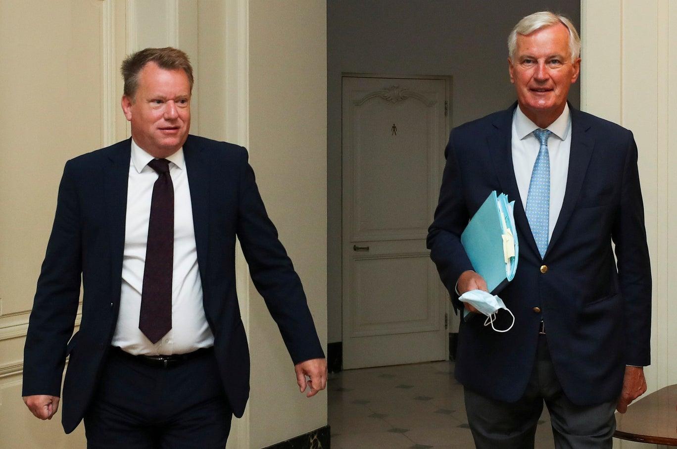 المفاوض باسم مكتب رئيس الوزراء ديفيد فروست (يسار الصورة) ونظيره الأوروبي ميشال بارنييه في أغسطس 2020