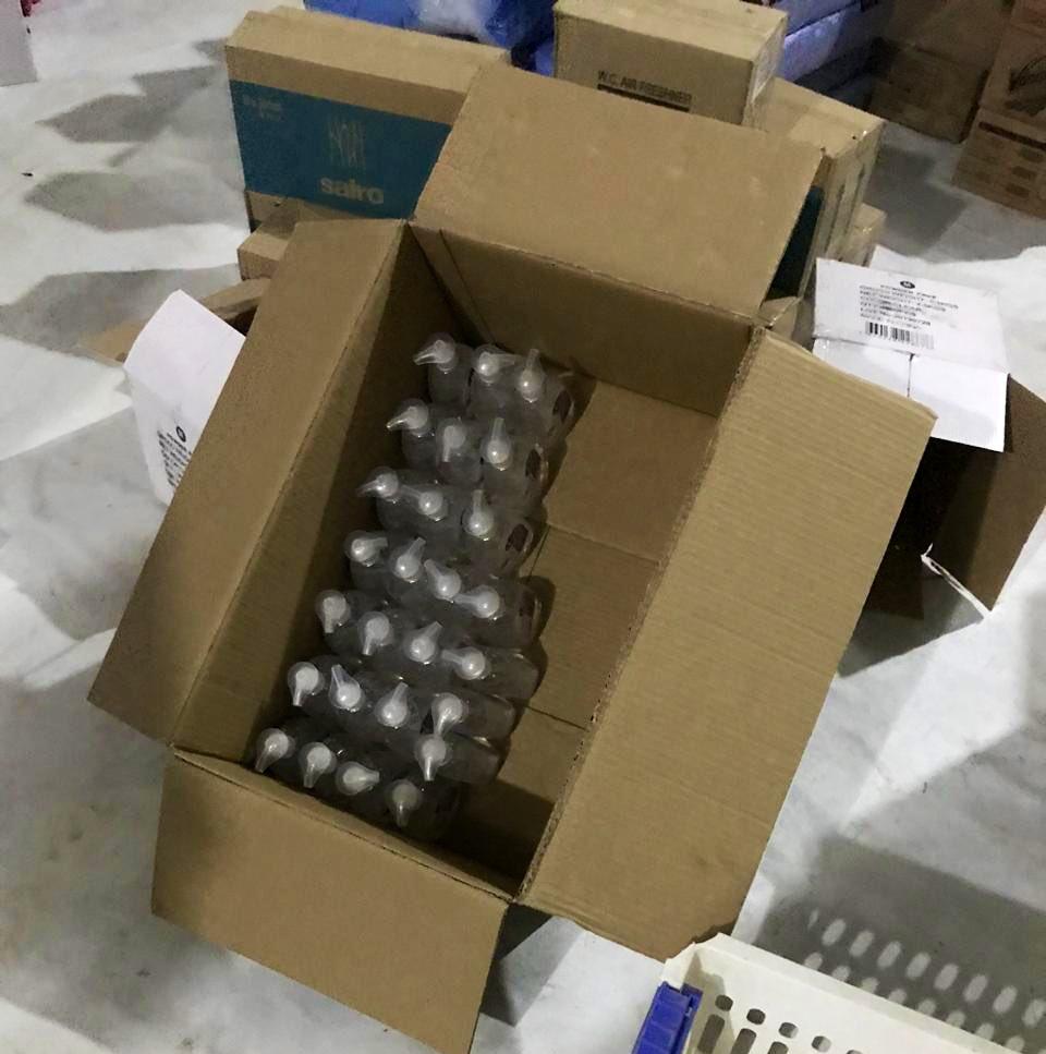 مستودع غير مرخص لتخزين المعقمات والقفازات لرفع سعرها (وزارة التجارة)٣.jpg