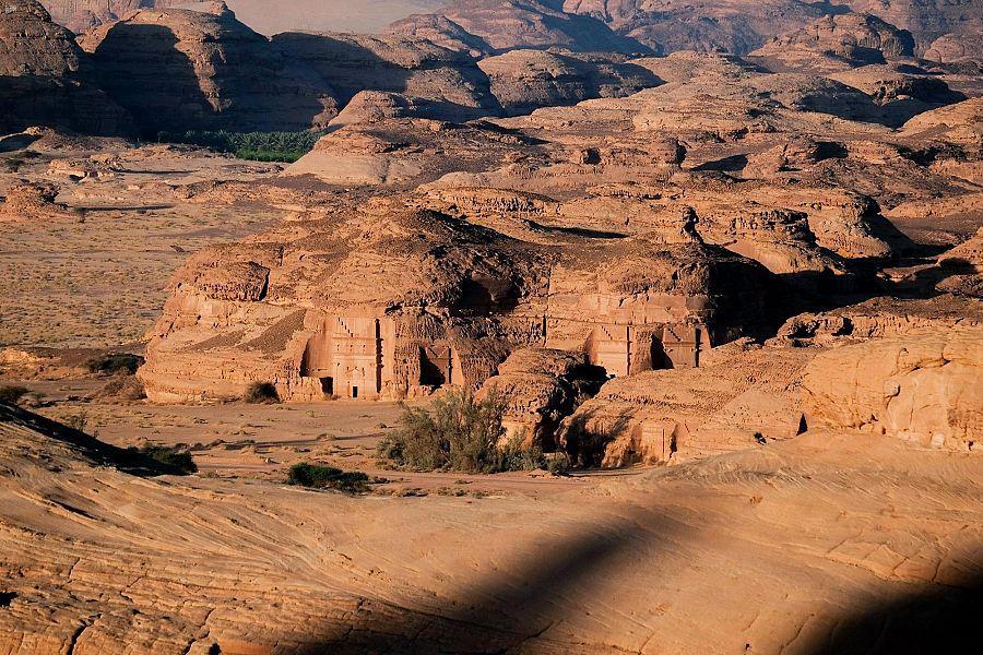 تشتهر الحِجر بأنها تضم أكثر من 100 مدفنٍ أثريٍ منحوتٍ من التكوينات الصخرية التي دُفن فيها نخبة الأنباط.(واس)
