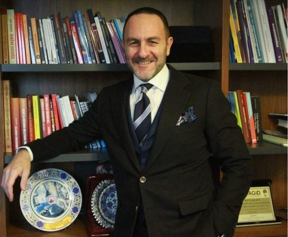 أمره ألكين نائب رئيس جامعة ألتين باش (اندبندنت تركية)