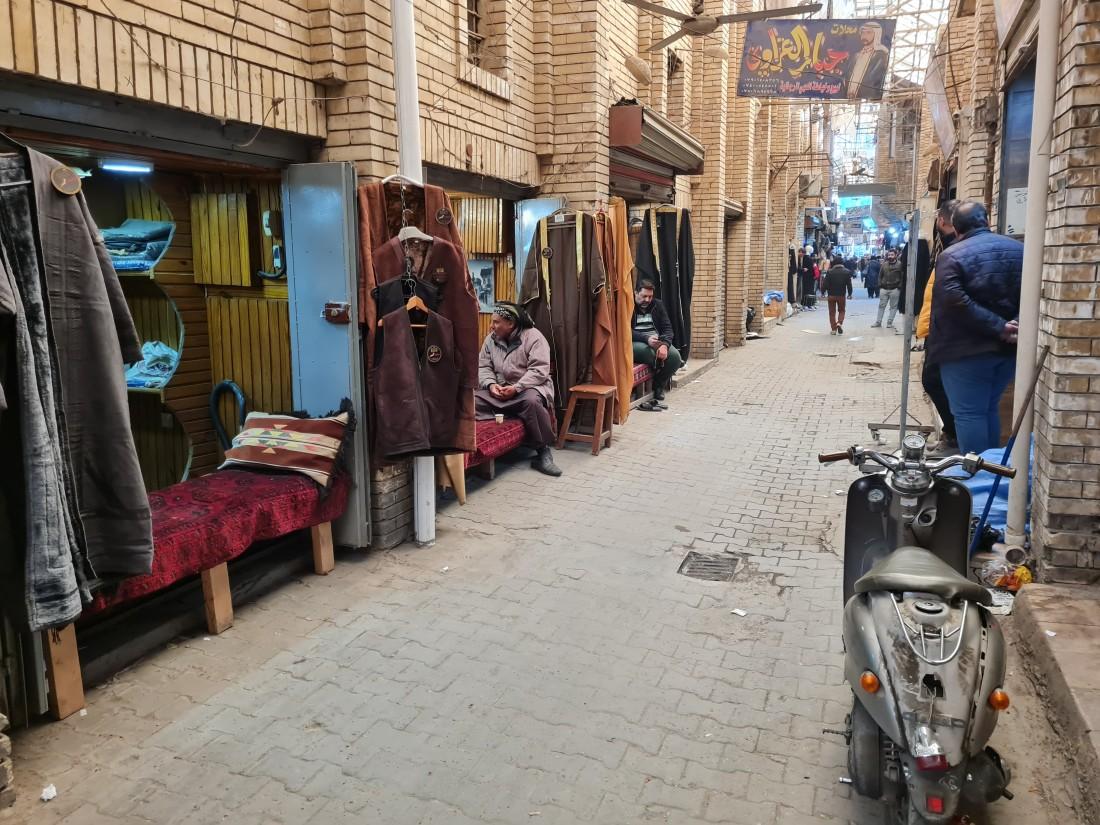 غزت الألبسة الجاهزة الأسواق العراقية (اندبندنت عربية)