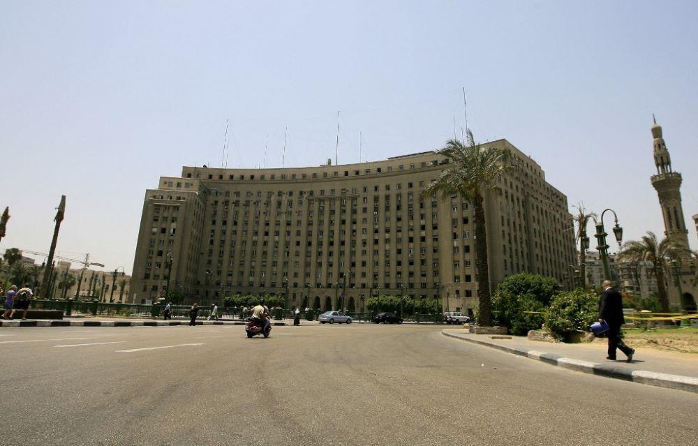 مقر مجمع التحرير يضم عدداً من المصالح الحكومية المتنوعة بوسط العاصمة المصرية (أ ف ب).jpg