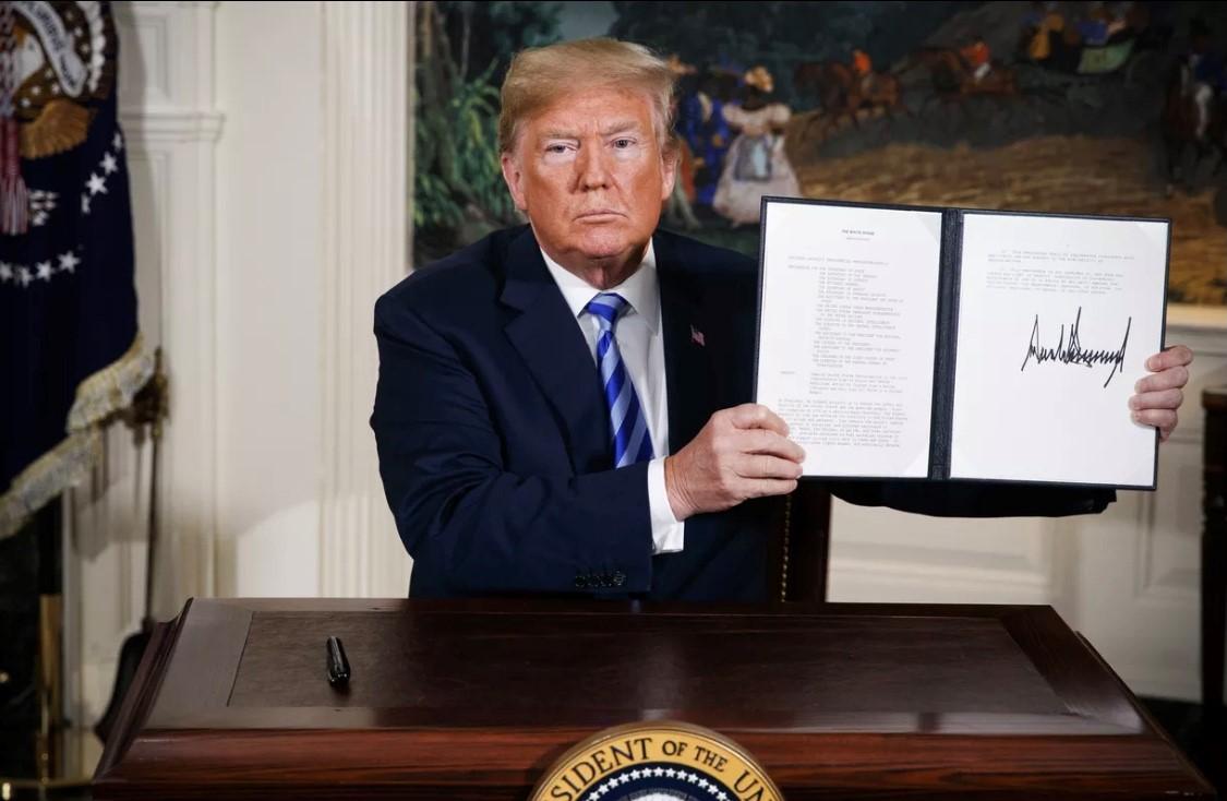 مصادقة ترمب على انسحاب الولايات المتحدة من الاتفاق النووي مع إيران عام 2018. (أ،.ب).jpg