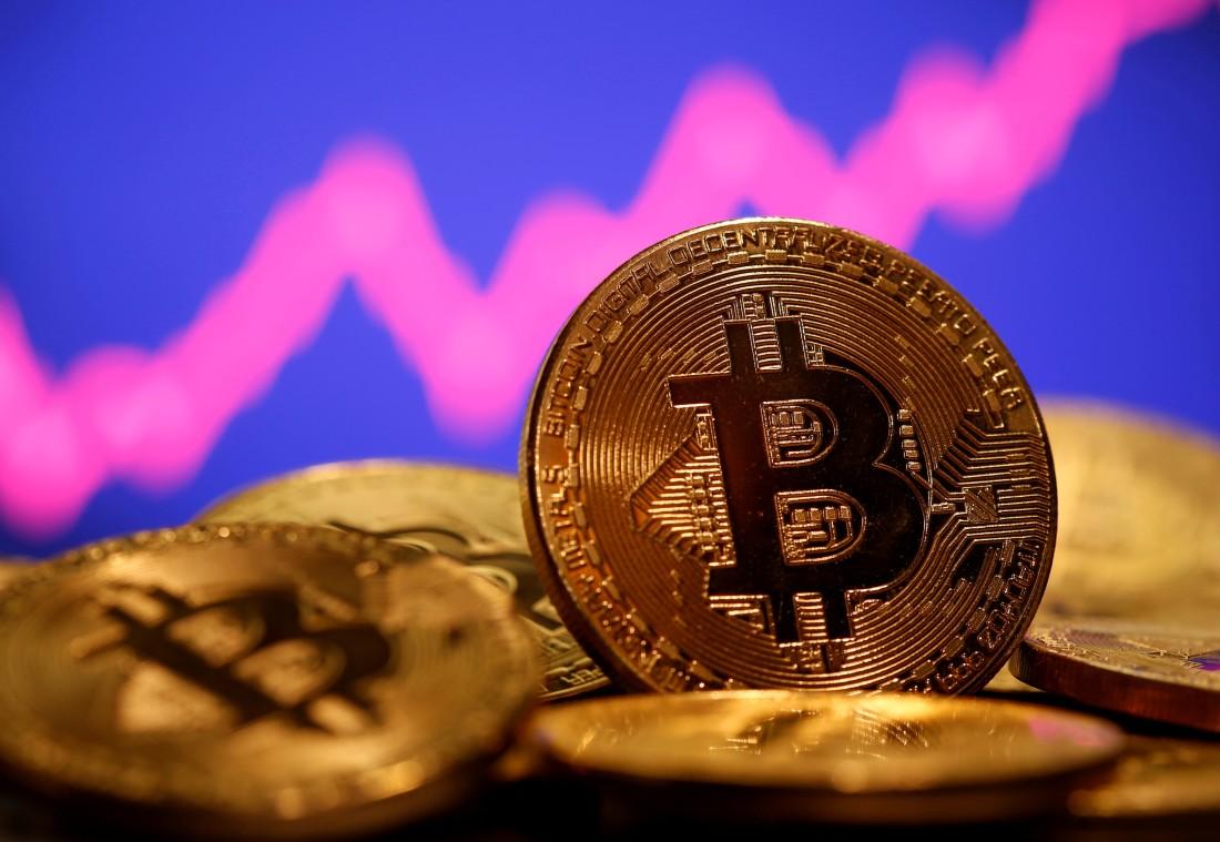 """بلغت قيمة """"بيتكوين"""" السوقية تريليون دولار (رويترز)"""