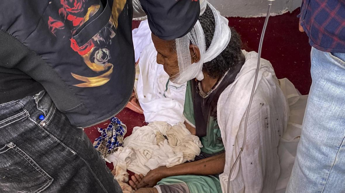 سيدة عجوز أصيبت في هجوم نوفمبر وتوفت متأثرة بجراحها (أ ب).jpg
